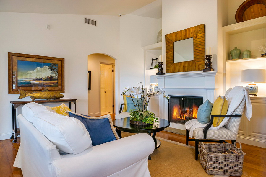 Cozy Living Room With Fireplace White Sofa Beach House